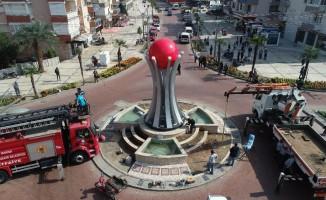 Salihli'ye Kızılelma Anıtı dikildi