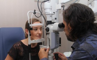 Şaşılık, tablet ve kitapla değil, gözlük tedavisinin yetersizliğinden artabilir