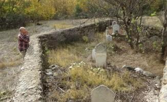 Şehit mezarları bakımsız kaldı