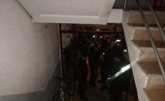Su dağıtan genç asansör boşluğunda ölü bulundu