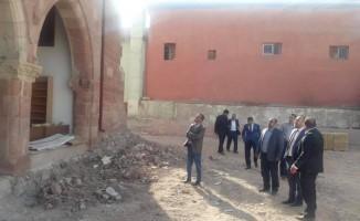 Tarihi cami restore ediliyor