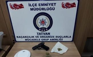Tatvan'da uyuşturucu ve Glock tabanca ele geçirildi