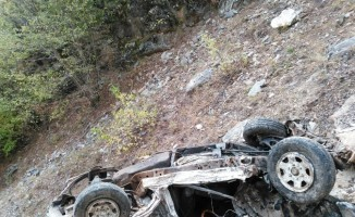 Uçuruma yuvarlanan pikap paramparça oldu, sürücü hayatını kaybetti