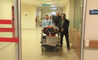 AK Parti'li başkanın aracına çarpan motosikletli yaralandı