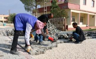 Akçakale'de beton yol çalışmaları sürüyor