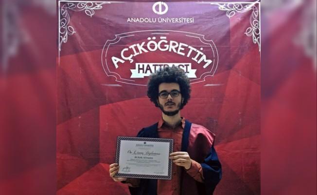 AÖF öğrencisi Hukuk Fakültesini 3 yılda bitirdi