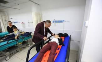 Başkan Yılmaz, kazada yaralanan öğrencileri ziyaret etti