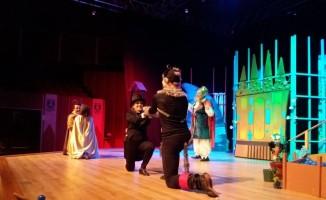 Bodrum Şehir Tiyatrosu'nun ilk çocuk oyunu Çizmeli Kedi sahnede