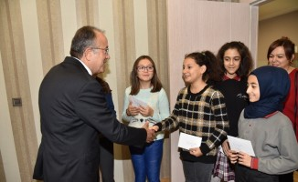 Çağatay Uluçay öğrencileri mektuplarını iletti