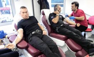 Dalgıç polisler kan verdi