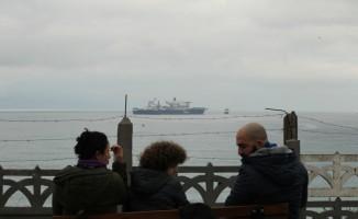 Dev inşaat gemisi vatandaşların ilgisini çekti