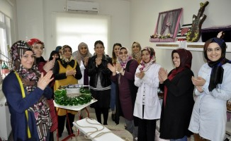 Ev kadınları atıkları süs eşyasına dönüştürdü