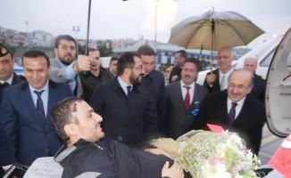 Gazi Uzman Çavuş Akyüz GATA'daki tedavisinin ardından memleketine döndü