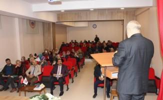 """Gençlere """"Peygamberimizin Eğitim-Öğretim Anlayışı"""" konulu konferans verildi"""