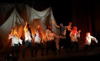 """İpekyolu'nda """"Binbir Gece Masalları"""" oyunu sahnelendi"""