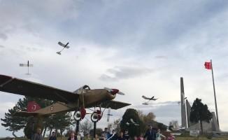 Kuruluşun ve kurtuluşun topraklarında model uçaklar havalandı