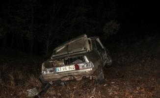 Kütahya'da otomobil şarampole devrildi: 1 ölü, 1 yaralı