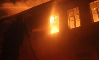 Kütahya'daki yangında 4 ev kullanılamaz hale geldi