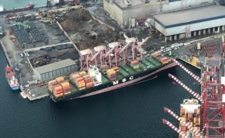 Limana çarpan gemi Kocaeli Körfez'inde yakıt sızdırdı