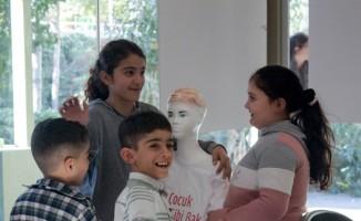 Mülteci çocuklar, 'Çocuk Gibi Bak' projesiyle topluma kazandırılacak