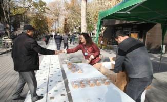 Odunpazarı Belediyesi 14 bin kandil simidi dağıttı