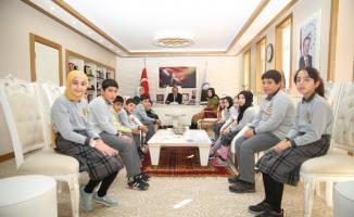 Ortaokul öğrencilerinden Rektör Coşkun'a ziyaret