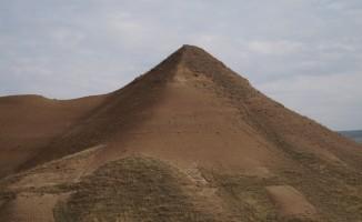 Piramit benzeri tepeler vatandaşları heyecanlandırdı