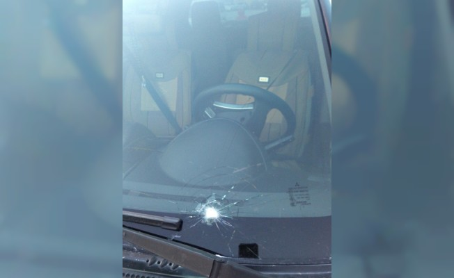 PKK yandaşlarından yardım aracına taşlı saldırı