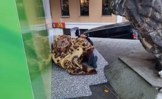Taksim'in göbeğinde çocukların içler acıtan görüntüsü