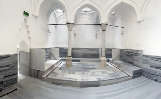 Üzerinde apartman olan tarihi hamam restore edildi