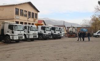 Vali Çağatay'dan karla mücadele ekibine ziyaret