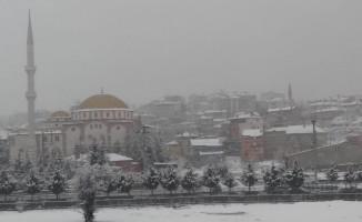 Afyonkarahisar'ın İscehisar ilçesinde kar yağışı başladı