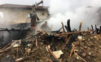 Altıntaş'ta yangın: 1 ev tamamen yanarak kül oldu