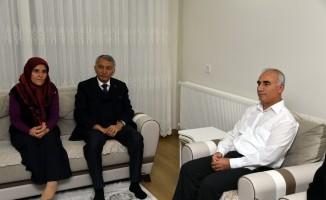 Başkan Günaydın'dan Şehit Öcal'ın ailesine ziyaret