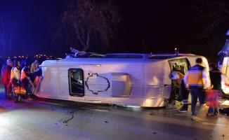 Çanakkale'nin Biga ilçesinde, işçileri taşıyan minibüs ile tır çarpıştı. Kazada çok sayıda ölü ve yaralının bulunduğu bildirildi.