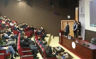 """CBÜ'de """"İnternetle Yeni Kariyer Yolları"""" anlatıldı"""