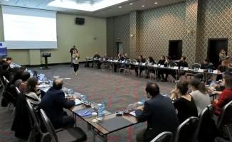 """Çeşme'de """"Mülteci Hakları için Medya ve Sivil Toplum İş Birliği"""" toplantısı"""