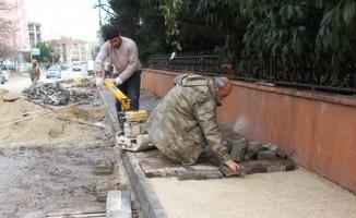 Ekipler yağışlı havaya rağmen çalışmaya devam ediyor