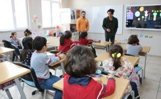 Erasmus öğrencisi CÜ Vakfı Okulları öğrencileriyle buluştu