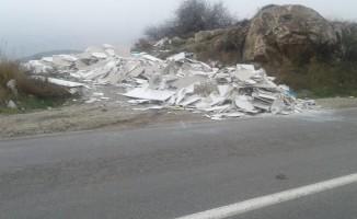 Eskişehir-Sarıcakaya yolunu çöplüğe çevirdiler