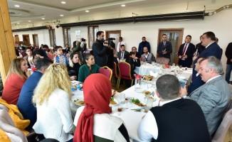 Gürkan, Multidisipliner Kongresi'ne katılanlarla bir araya geldi