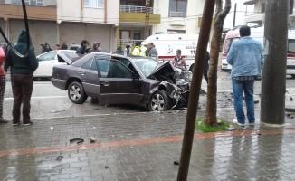 Hatay'da iki otomobil kafa kafaya çarpıştı: 5 yaralı