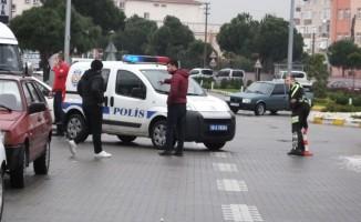 Kadın sürücünün kullandığı otomobil ters döndü