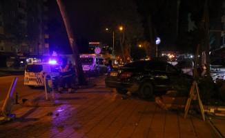 Kaza yapan sürücü otomobili bırakıp kaçtı