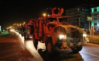 Kırıkhan'da çocuklardan askeri konvoya sevgi seli