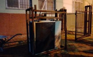 Klima motoru hırsızları vatandaşlar uyanınca kaçtı