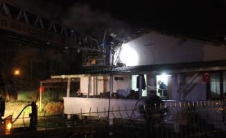 Kömür sobasından çıkan yangın evi küle çeviriyordu