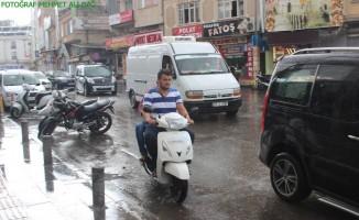 Kuraklıkla boğuşan Kilis'te yağış vatandaşların yüzünü güldürdü