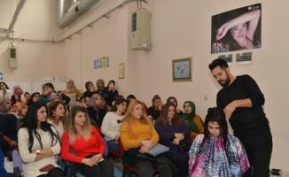 Kursiyerlere cilt ve saç bakımı semineri