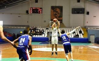 Manisa BBSK'li dev adamlar Selçuklu Basketbol'u 79-63 yendi
